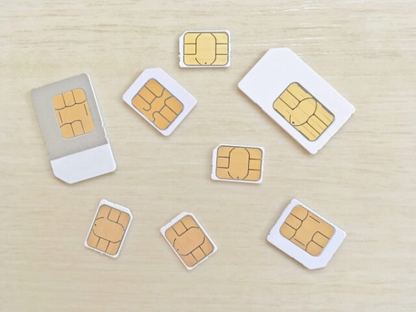 SIMカード八枚