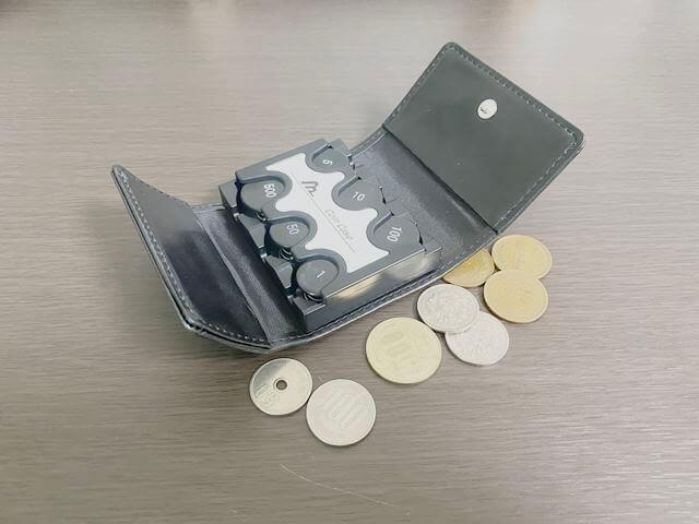 【カバー付きコインケース 購入レビュー】3千円以上入るコンパクトな小銭入れ【欠点3つ】